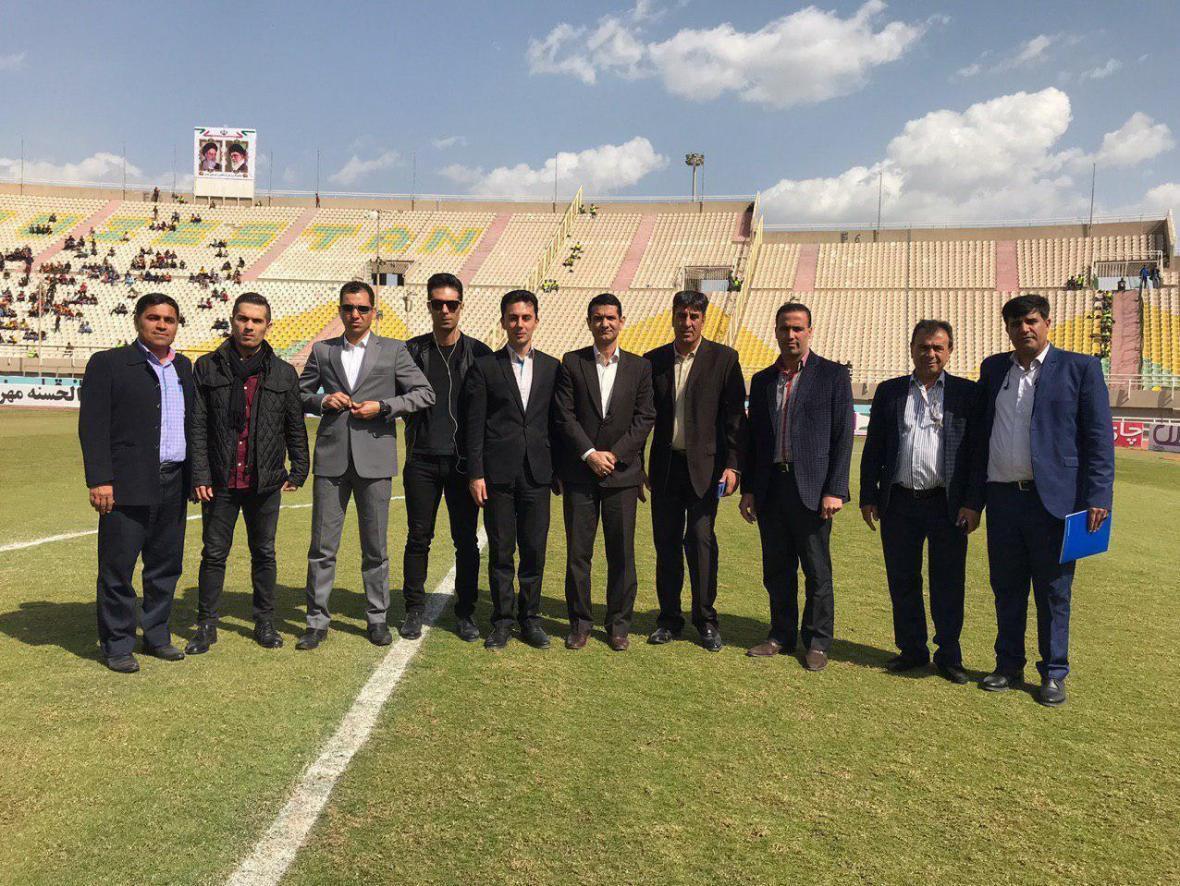 عکس یادگاری داوران دیدار تیم های فوتبال فولادخوزستان - استقلال تهران