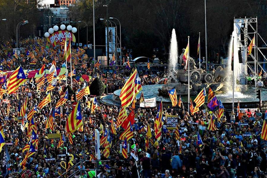 هزاران جدایی طلب در مادرید دست به تظاهرات زدند