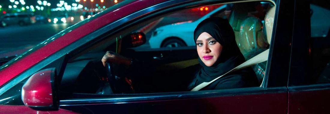 قانون اجازه سفر زنان در عربستان اجرایی شد ، دختران سعودی بدون اجازه ولی یا قیم گذرنامه می گیرند